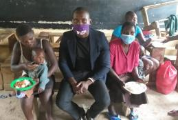 Magero with street children